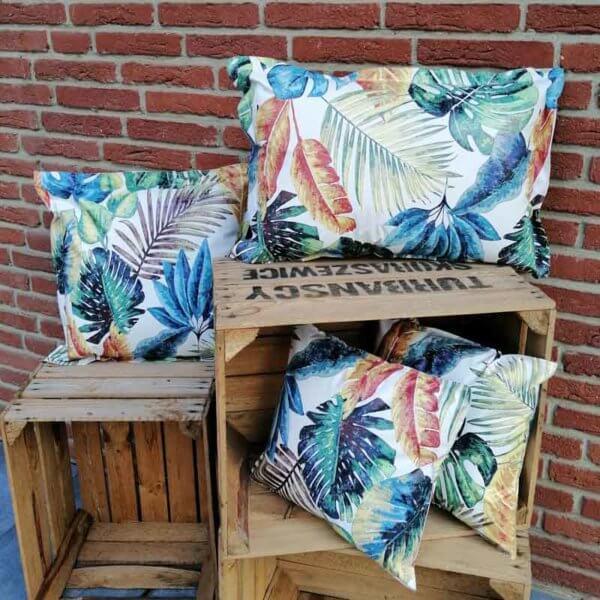 Outdoor Kissen Tropenblätter aus Wachstuch