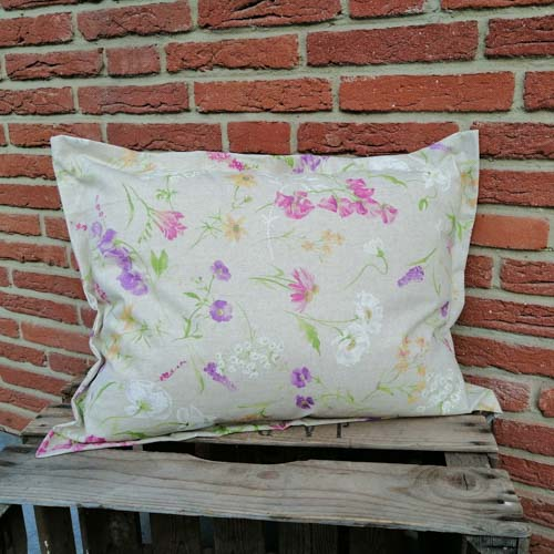 Outdoor Kissenhülle - Blumen auf der Wiese