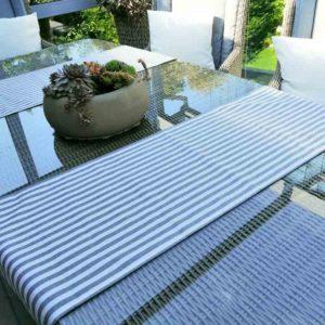 Tischläufer grau gestreift für den Gartentisch