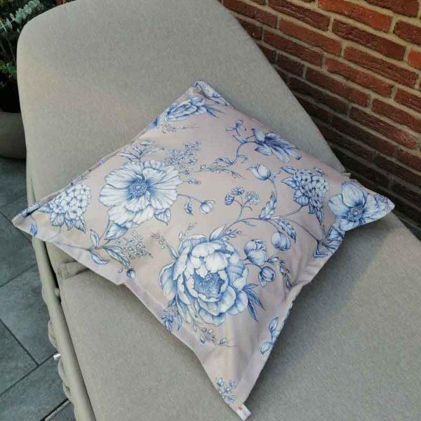 Kissen mit blauen Blumen aus beschichteter Baumwolle (Kissenhülle)