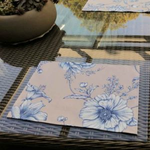 Platzsets beige mit blauen Blumen