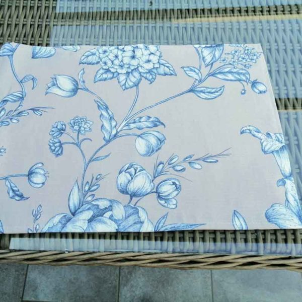 Platzsets mit blauen Blumen aus beschichteter Baumwolle