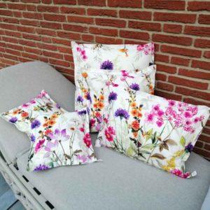 Kissen Blumenwiese für Outdoorbereich aus beschichteter Baumwolle
