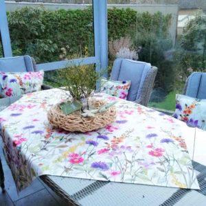 Mitteldecke Blumenwiese für Gartentisch aus beschichteter Baumwolle