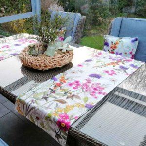 Tischläufer Blumenwiese für Balkontisch aus beschichteter Baumwolle