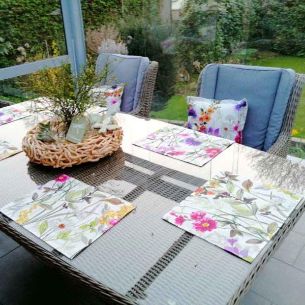 Tischset Blumenwiese für den Gartentisch aus beschichteter Baumwolle