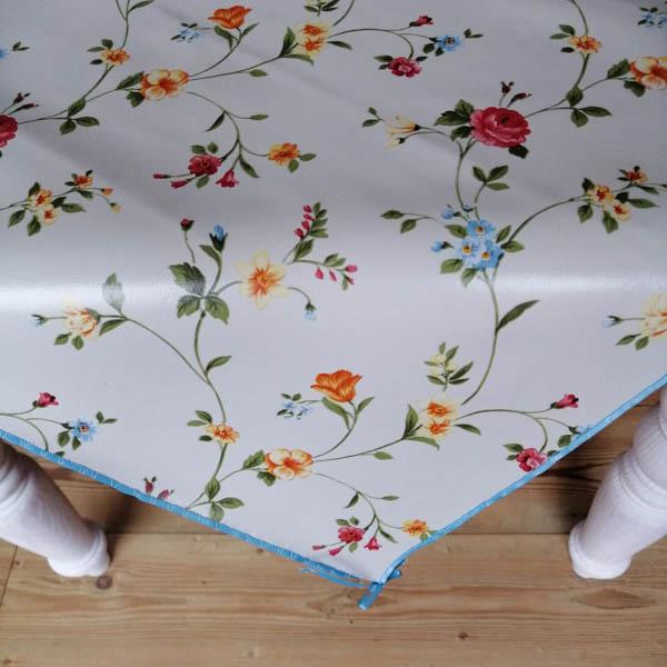 Tischdecken in unterschiedlichen Motiven