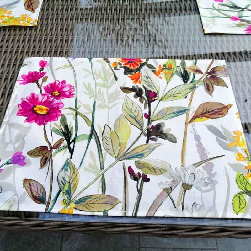 Tischset Blumenwiese für den Gartentisch aus beschichteter Baum